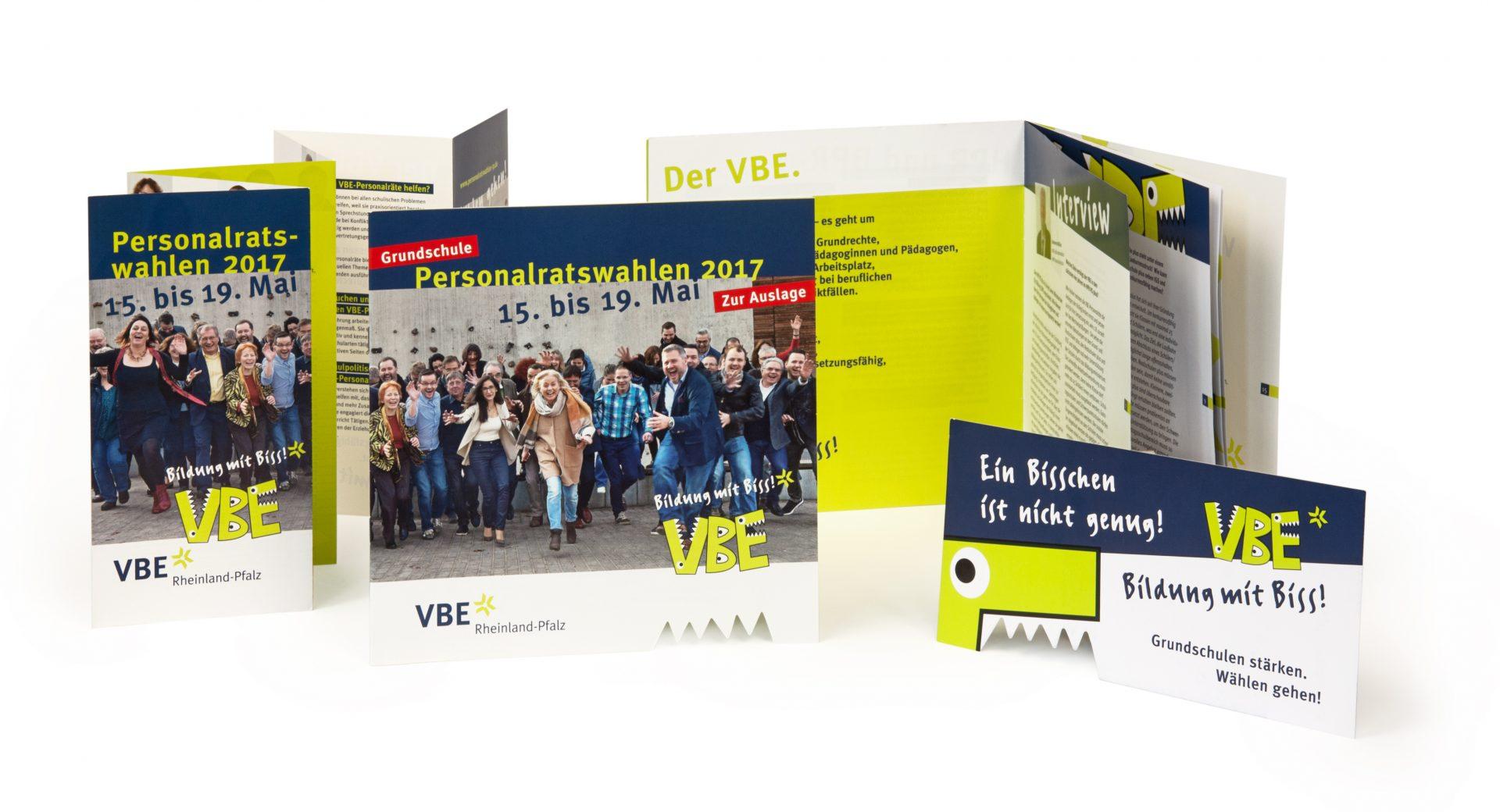 Postkarte, Flyer und Infoheft individuell mit Stanzform - Typoly