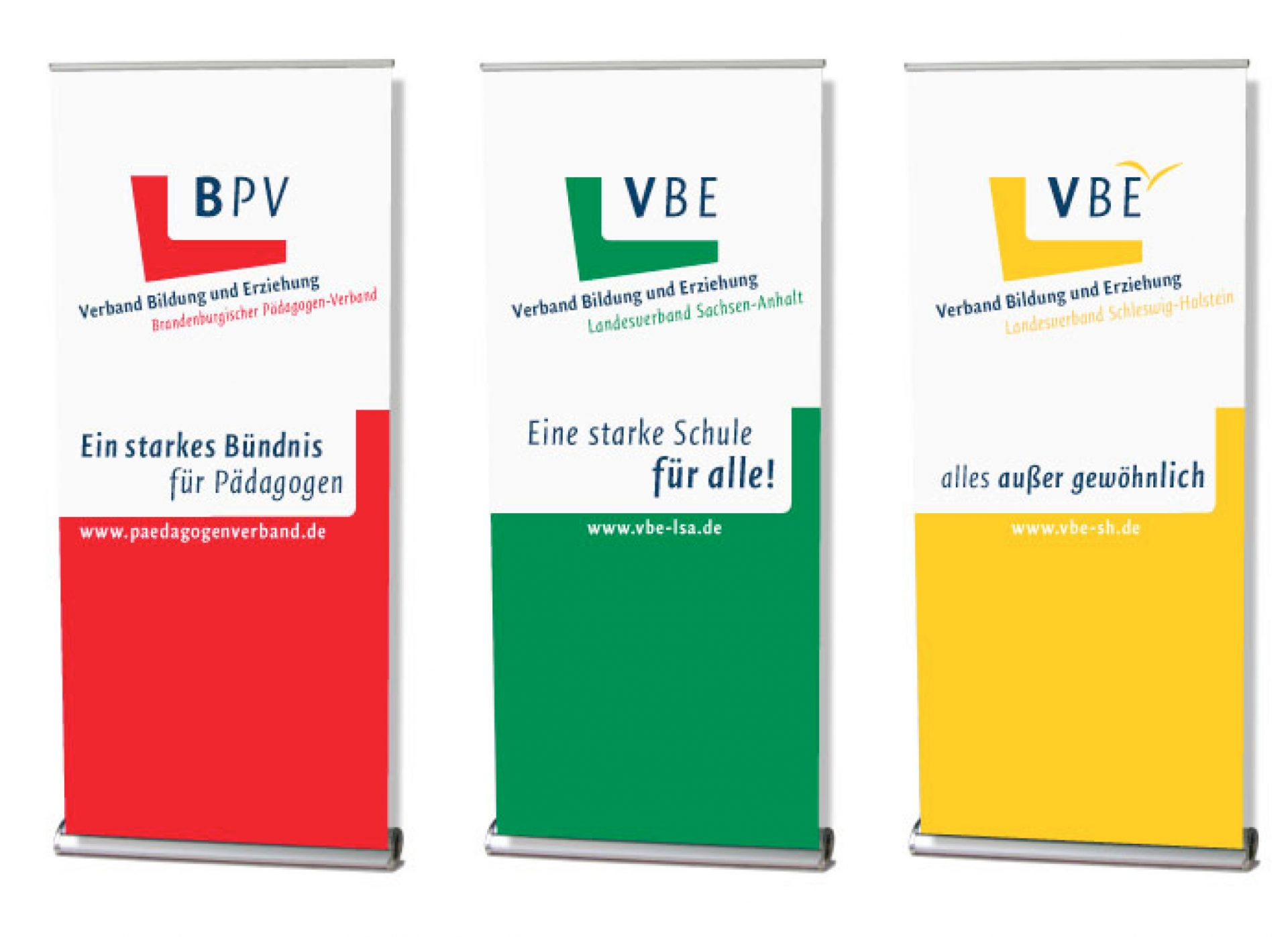 Gemeinsames Corporate Design auf Roll-Up-Bannern - Typoly