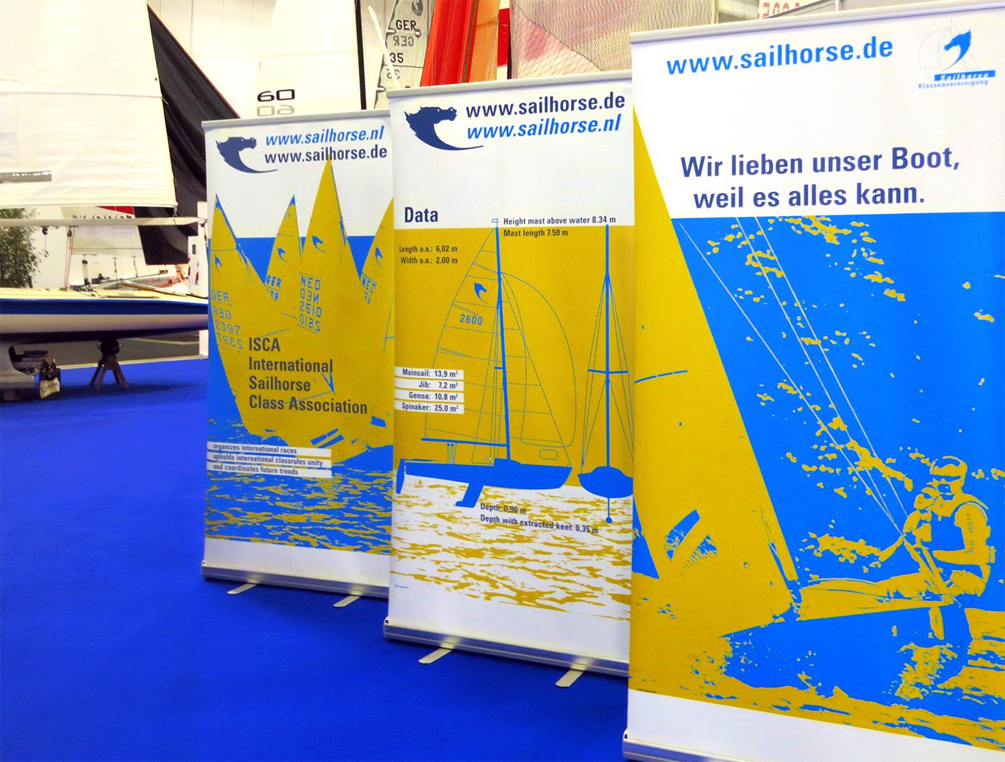 Roll-Up-Banner auf der Bootsmesse - Typoly