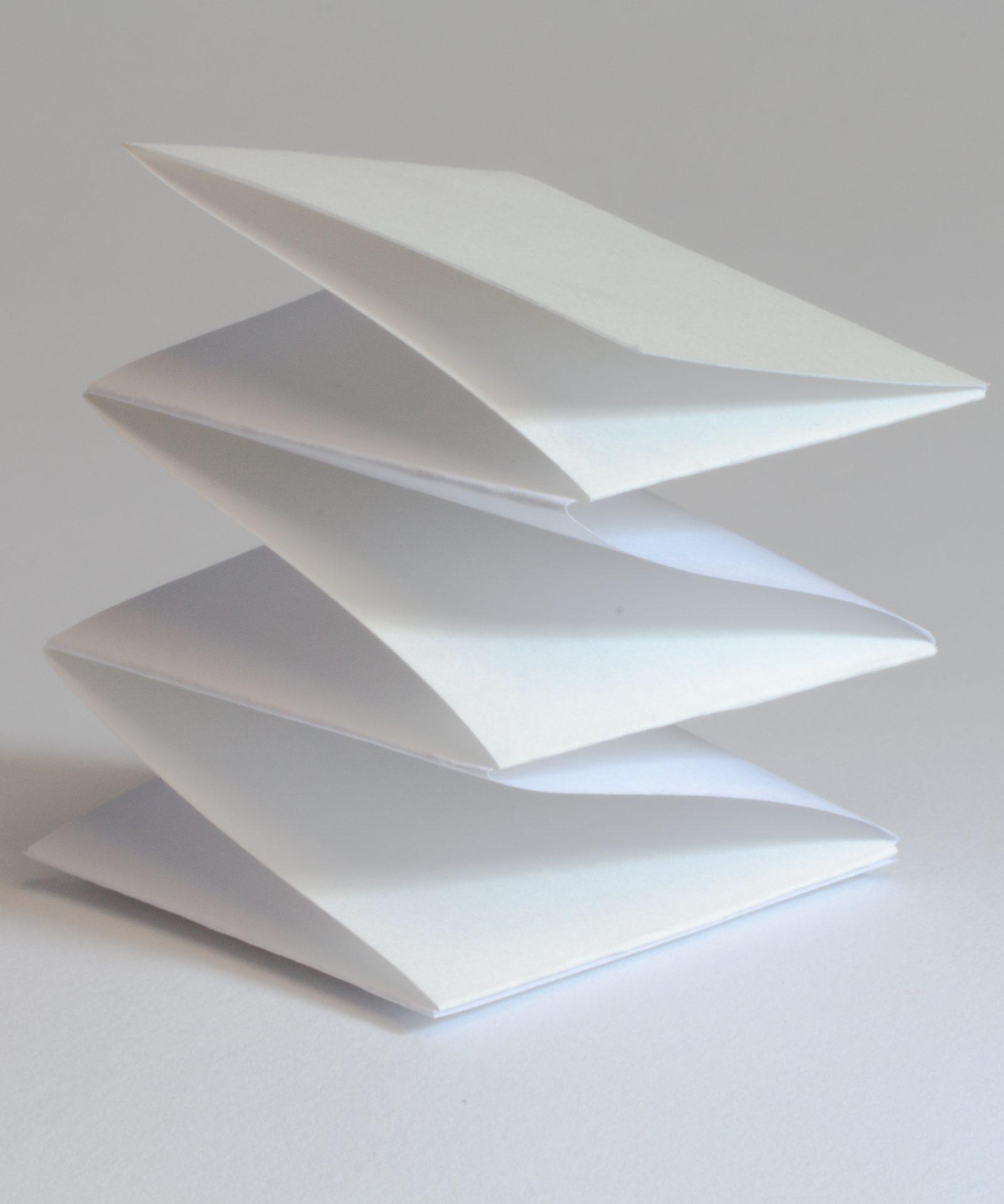 Origami für Fotomontage auf Plakat - Typoly