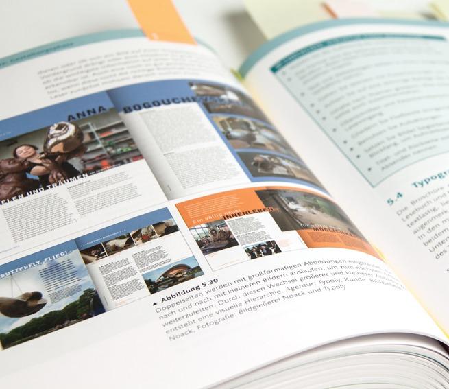 """Grafikdesign von Typoly im Buch """"Printdesign"""""""