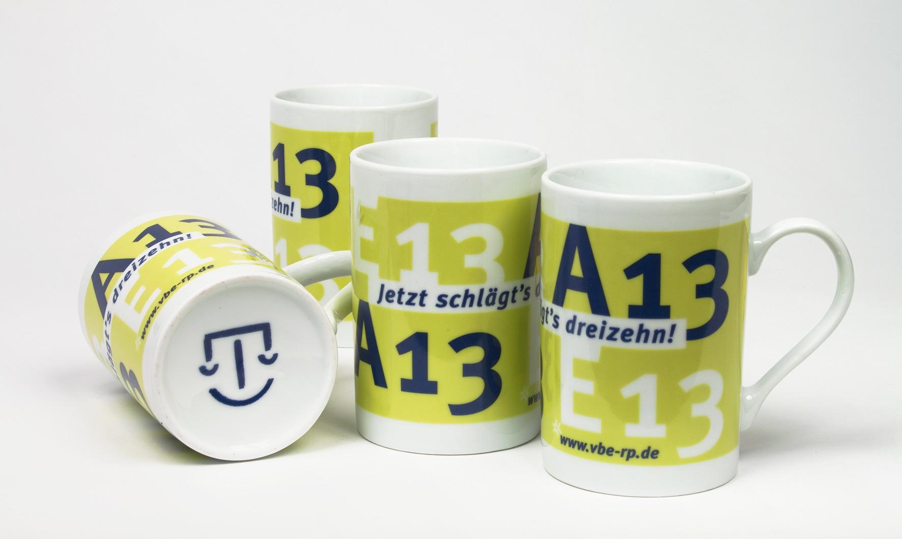 Tassen mit Aufdruck - Entwurf für A13-Kampagne - Merchandizing - Typoly