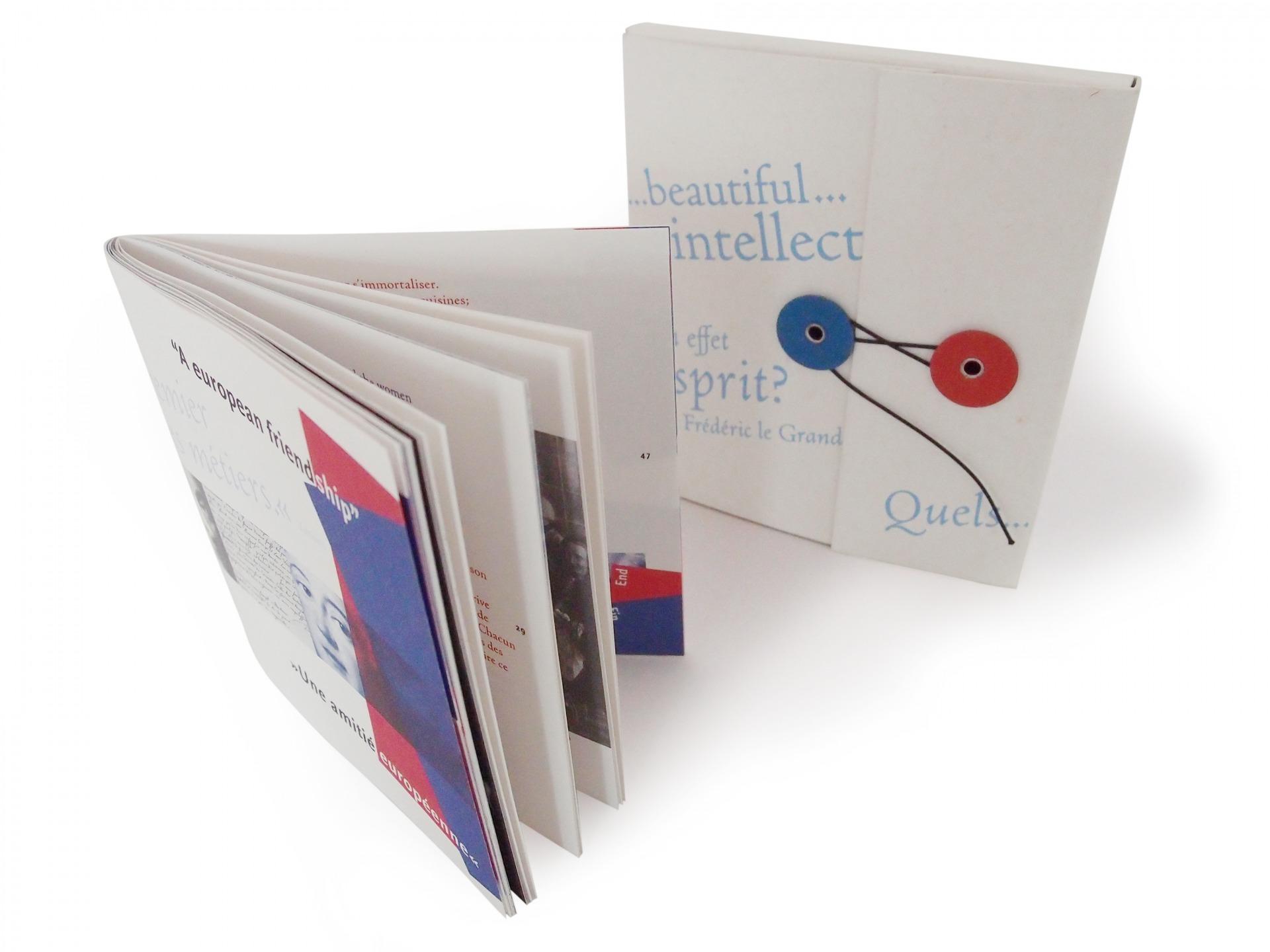 Broschüre und Mappe Theaterprogramm - Typoly